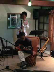 サックス奏者板橋亮さんと地域活性化伝道師 曽根原さんによる、即興セッション!