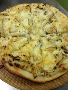 白菜とアンチョビの自家製ピザ。白菜も自家製です。