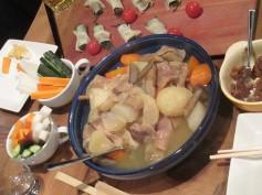 牛すじをとろとろに煮て、大きめに切った野菜とじっくりコトコト。やさしい味に仕上がりました。